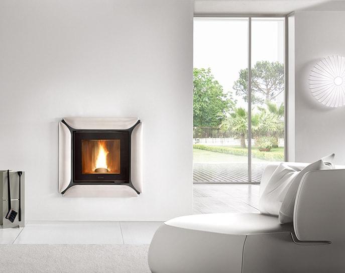 Inserto a pellet, legna o gas con cornice rivestimento Maiolica e supporto Acciaio verniciato, marca PIazzetta modello Essen